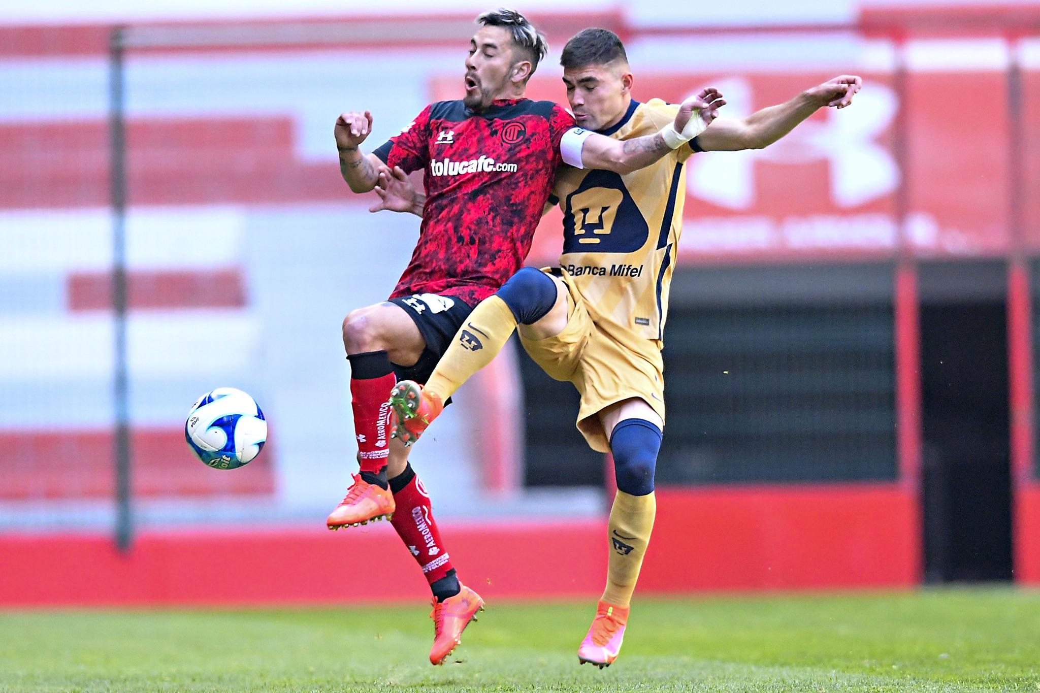 Toluca vence agónicamente a Pumas y recupera el liderato, Alexis Canelo marcó su sexto gol del torneo