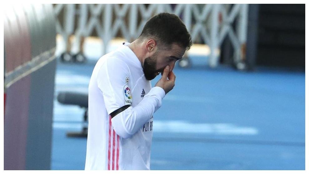 Carvajal, hundido tras la nueva lesión sufrida ante el Valencia.