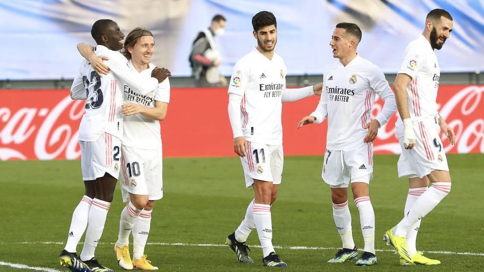 Real Madrid celebrate a goal