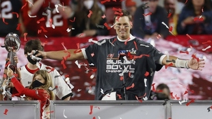 Tom Brady festeja su victoria en la Super Bowl