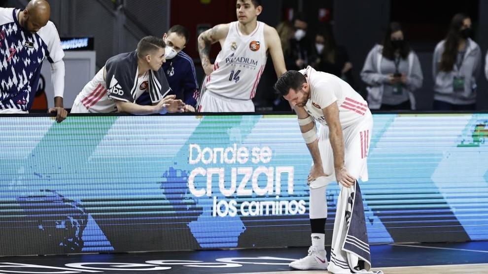 Rudy Fernández toma aiere durante el partido de cuartos de final de...