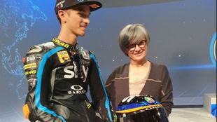 Stefania Palma posa junto a Luca Marini (hermano de Rossi).