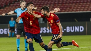 Gayà celebra un gol contra Alemania.
