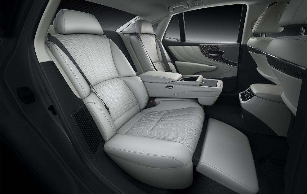 En los asientos traseros se viaja como en clase business de un avión.
