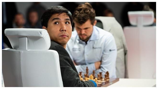 Wesley So durante una de las finales contra Magnus Carlsen.