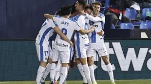 Los jugadores del Leganés celebran uno de los goles marcados al...