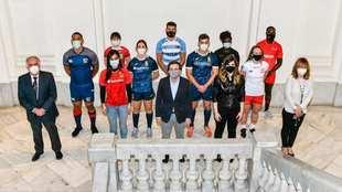 Representantes de los equipos participantes, en la presentación del...