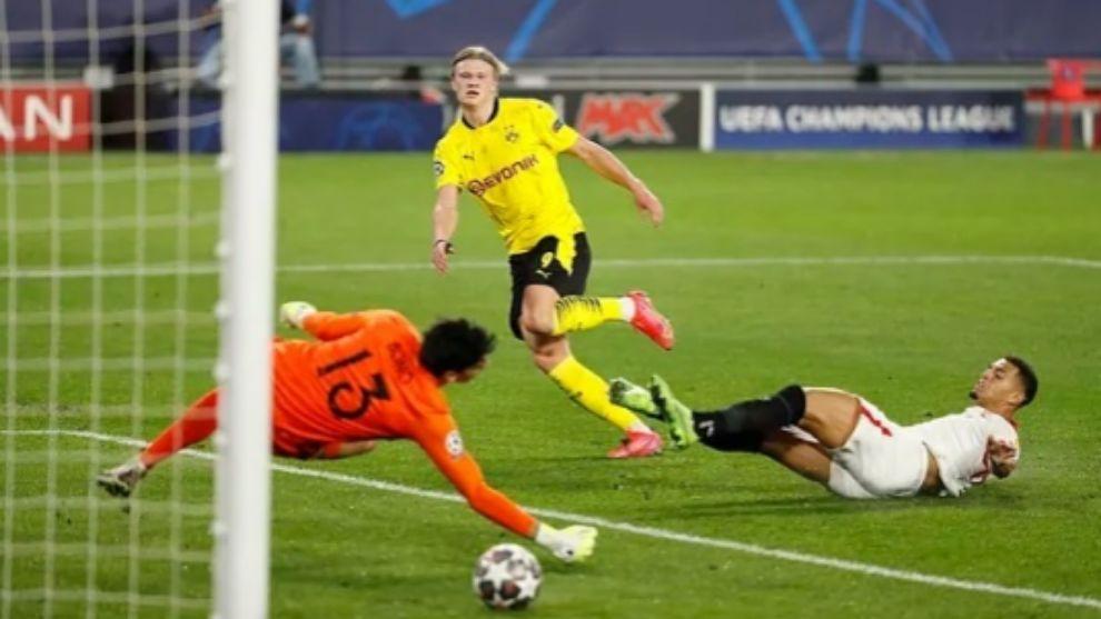 Halaand anotando uno de sus goles en el Pizjuán
