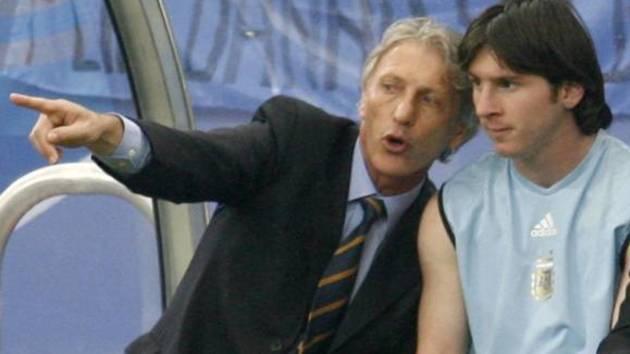 Pekerman da instrucciones a Messi en el Mundial 2006