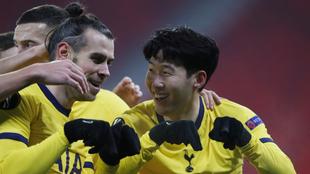 Gareth Bale festeja su gran actuación con el Tottenham.