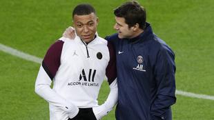 Kylian Mbappé junto a Mauricio Pochettino en el PSG.