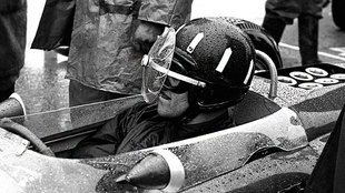 Graham Hill, con el Turbo Visor anclado a su casco.