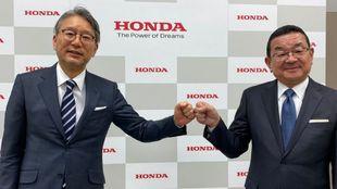 Toshihiro Mibe (i) y Takahiro Hachigo.