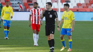 González Esteban, durante el partido entre Almería y Las Palmas
