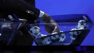 Bolas de la Champions League en un sorteo.