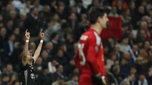 Ziyech celebra uno de sus goles al Madrid.