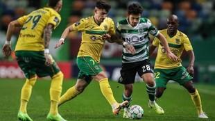 Un momento del encuentro entre el Sporting de Portugal y el Paços de...