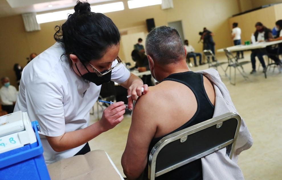 Llegan a México 200 mil vacunas contra el Covid-19 desde Hong Kong