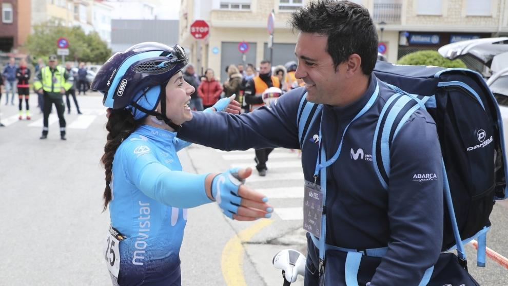 Gary Baños abranzando a Lourdes Oyarbide