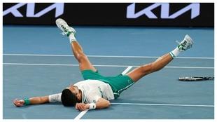 Djokovic, tumbado e la Rod Laver Arena