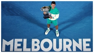 Djokovic, con el trofeo de Australia