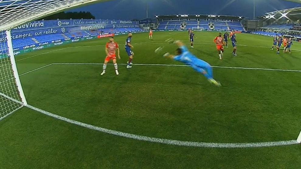 Falla Rafa Mir un penalti