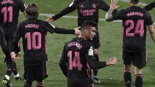 Los jugadores del Real Madrid después de qeue Casemiro marcara el gol...