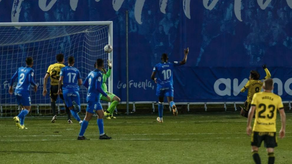 El remate de Sangalli supera a Belman y se convierte en el primer gol...