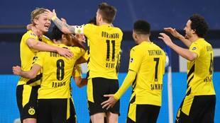 Jugadores del Borussia en festejo de gol
