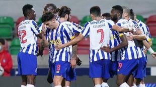 Porto vence con drama al Marítimo y sigue con vida en la Liga...