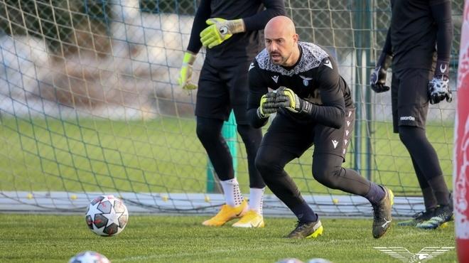 Pepe Reina durante un entrenamiento en Italia.