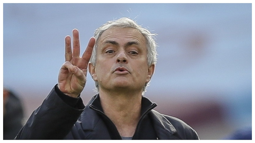 José Mourinho gesticula en el partido contra el West Ham.