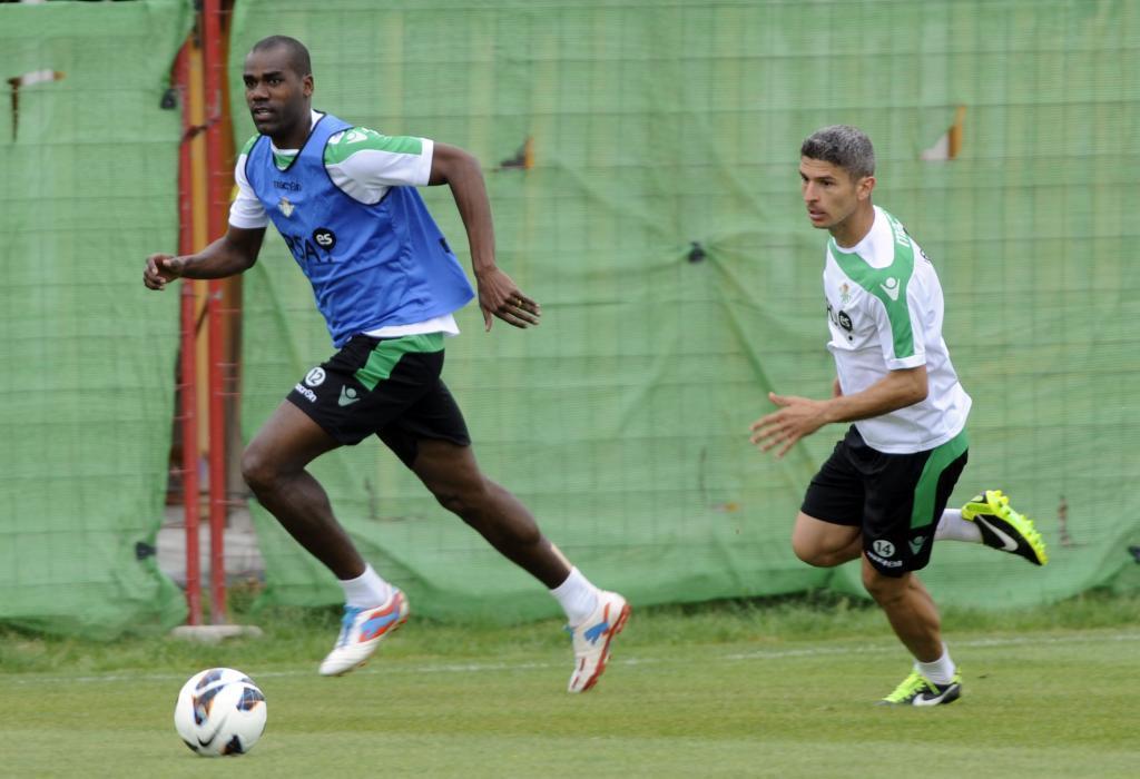 Paulao y Salva Sevilla, durante un entrenamiento con el Betis hace ocho años