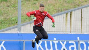 Alex remiro, en un entrenamiento en Zubieta.