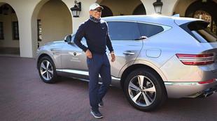 Tiger Woods, con el Genesis GV80 con el que sufrió el accidente.