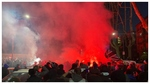 La ciudad de Bérgamo se vistió para una noche de Champions con bengalas