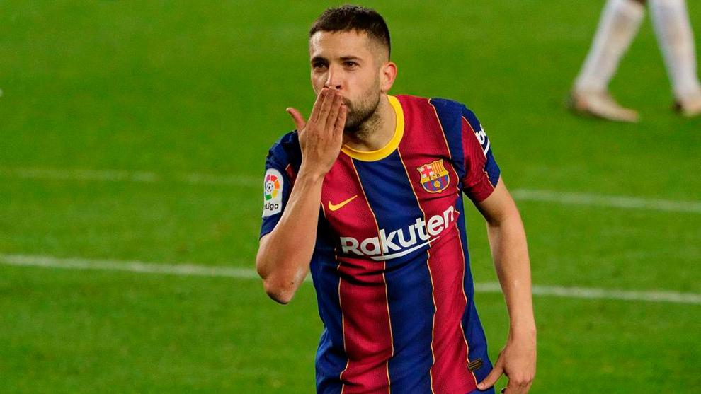 Jordi Alba dedica su gol al Elche.