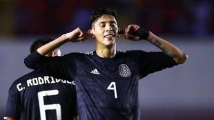 Edson Álvarez quiere poner en alto el nombre de México en Holanda  .