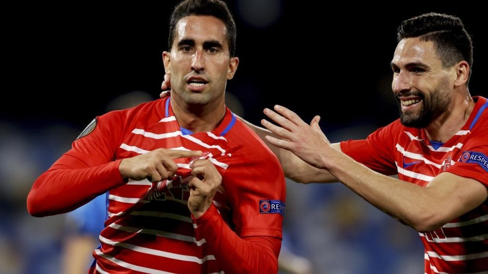 Montoro celebra el gol que suponía el 1-1 para el Granada en Nápoles.