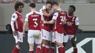 Festejo del Arsenal ante el Benfica en Europa League.