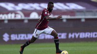 Nkoulou (30), en un partido con el Torino.