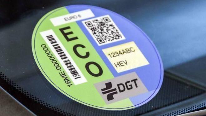 Las etiquetas de la DGT clasifican los vehículos en función de su...