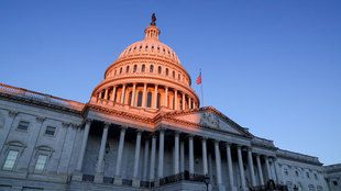 """Amenaza al Capitolio: Policía de USA alerta que el mismo grupo del 6 de enero quiere """"volar y matar a oponentes"""""""