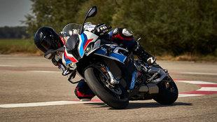 La M 1000 RR es lo más parecido a una Superbike con matrícula.
