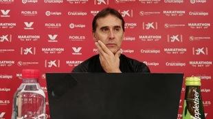 El técnico sevillista Julen Lopetegui (54), en la sala de prensa de...