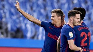 Los jugadores del Atlético celebran un gol frente a la Real, partido...