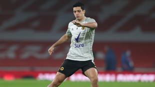 Raúl Jiménez ha vuelto a entrenar con balón con los Wolves. |