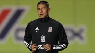 Hugo Ayala es operado de la rodilla izquierda..