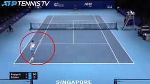 El ridículo golpe al aire de un profesional que sorprende al mundo del tenis