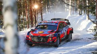 Tänak, más líder del Arctic Rally.
